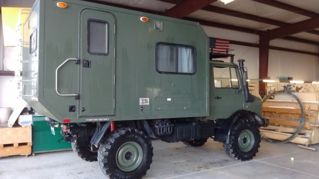 Mercedes 435 Expedition Truck