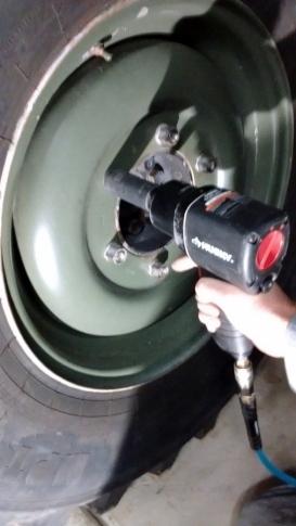 Removing U1300L Wheel Lug Nuts