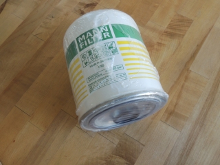 Received air dryer desiccant cartridge