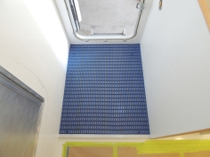Fit checked shower mat