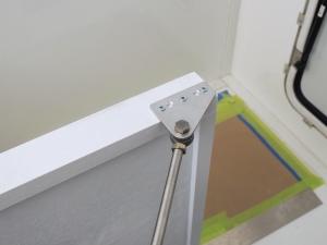 Installed under bed partition diagonal brace